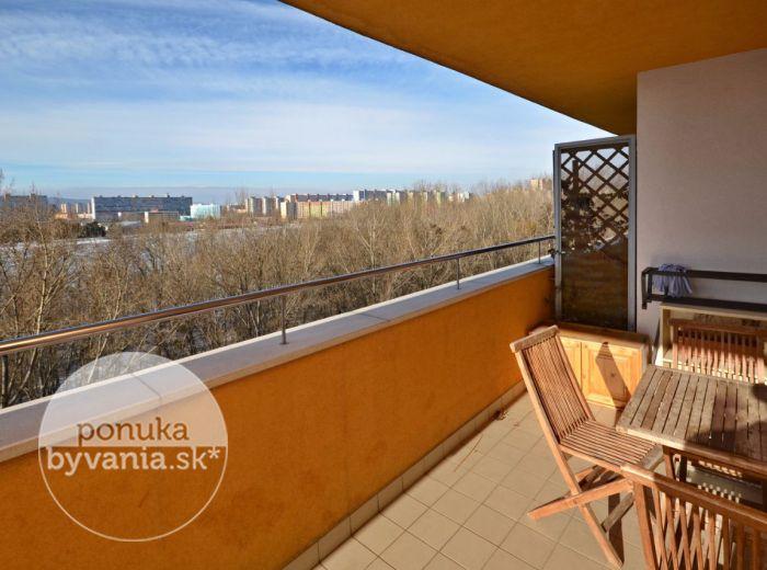 PREDANÉ - ANTOLSKÁ, 1-i byt, 40 m2 - moderný byt v tehlovej NOVOSTAVBE, zateplený, veľká TERASA s výhľadom na zeleň a jazero VEĽKÝ DRAŽDIAK