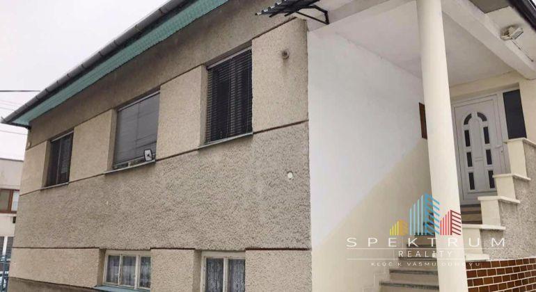 Uhrovec - na predaj 5 izbový rodinný dom s garážou a 1025m2 pozemkom