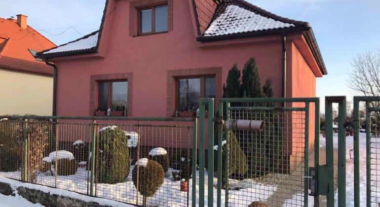 Dolné Naštice / 3 izbový rodinný dom komplet prerobený s krásnym pozemkom / Exkluzívne