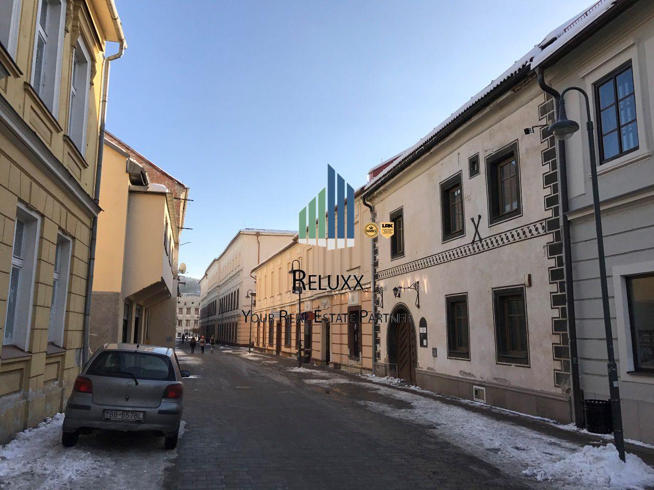 Banská Bystrica  centrum Lazovná, predaj meštianskej renesančnej budovy o UP 737 m2 s vlastným parkovaním..