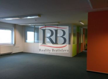 Veľkoplošné kancelárske priestory na Borekovej ulici v Bratislave II