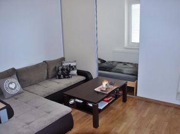 Zariadený 1-izbový byt v centre Rovinky