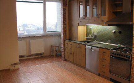 Priestranný 3 izb byt s krásnym výhľadom v širšom centre Šamorína