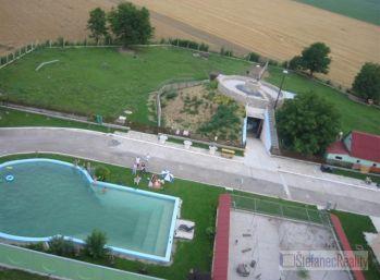 Reality Štefanec /ID-1276/ Piešťany, farma pre chov zvierat a vtáctva s bazénom a vyhliadkou, cena 304.000,-€.