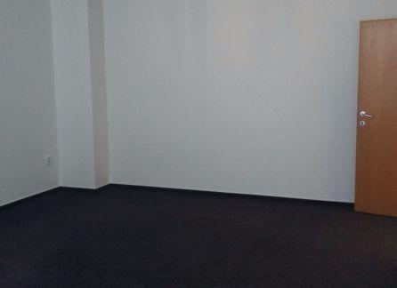 STARBROKERS - prenájom kancelárskych priestorov na Bazovej ulici v Bratislave - Ružinov