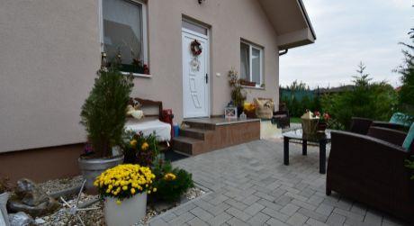 3 - izbový rodinný dom  67 m2, pozemok 370 m2  -  Rajka