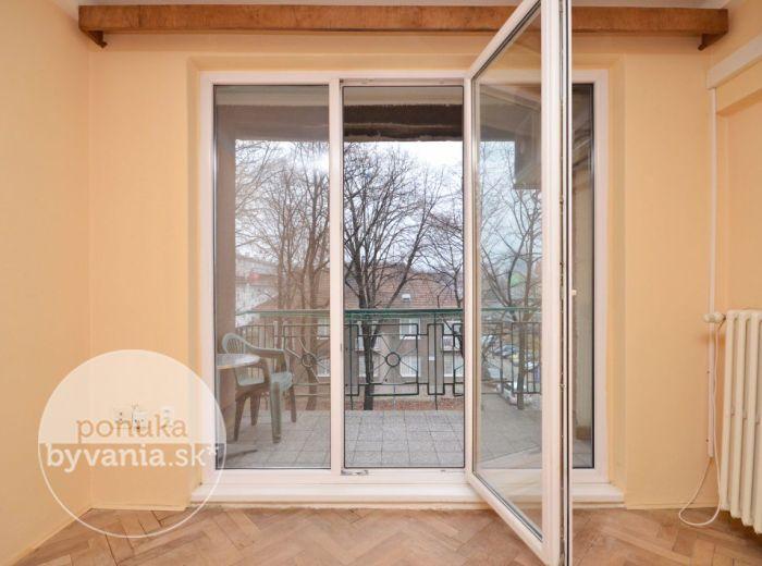 PREDANÉ - VELEHRADSKÁ, 2-i byt, 60 m2 – TEHLOVÝ byt s priestrannou LOGGIOU, klimatizácia, ŠATNÍK, kúpou voľný, VYNIKAJÚCA lokalita 500 bytov