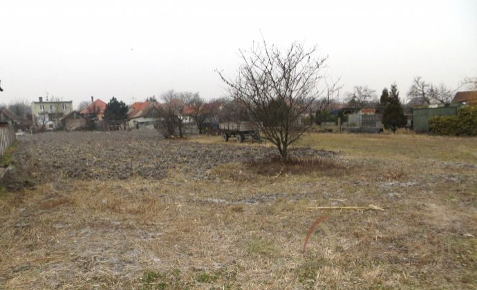 Best Real - pozemok na stavbu rodinného domu vo Vojke nad Dunajom.