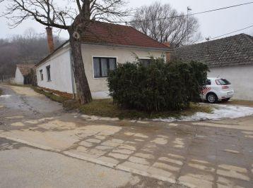 4. izbový rodinný dom, garáž -  Ratnovce pri Piešťanoch