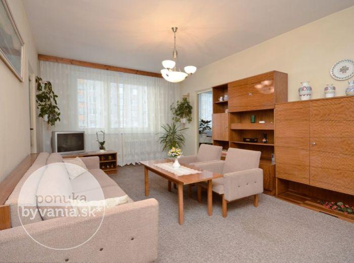 PREDANÉ - GABČÍKOVA, 3-i byt, 63 m2 – SLNEČNÝ byt v ZATEPLENOM bytovom dome, ŠATNÍK, samostatná kuchyňa, výhodná juhozápadná orientácia, IHNEĎ VOĽNÝ