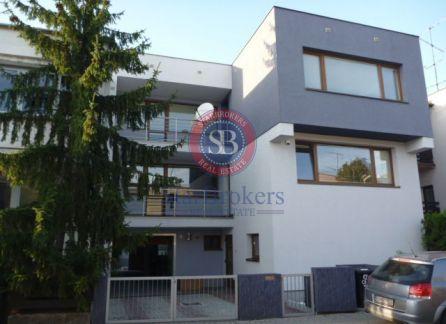 Starbrokers- Prenájom priestranný rodinný dom v Bratislave, BAIII-Kramáre, Ambrova ulica