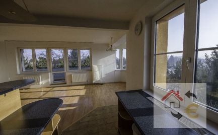 PREDANÉ 11/2017...Exkluzívny priestranný 4 izbový mezonetový byt v úzkom centre Prešova