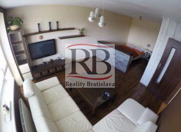 Ponúkame na prenájom 1 izbový byt na ulici Bebravská, Podunajské Biskupice, Bratislava.