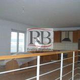 Hala s dvoma bytmi a sociálným zázemím na predaj, Pezinok