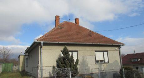 Na predaj rodinný dom v Hosťovciach
