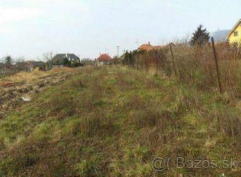 Predaj 8,5 ár stavebného pozemku v Nitrianskych Hrnčiarovciach