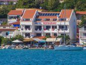 Hotel PLAVA LAGUNA, pri mori,  TISNO, Stredná Dalmácia