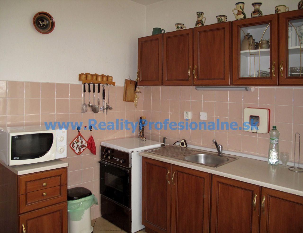 PREDANÉ ZA 8 DNÍ: Hľadáte 3i byt s výbornou dispozíciou, v srdci Petržalky a za výbornú cenu?