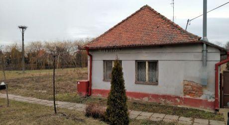 Exkluzívne - Domček v obci  Vieska nad Žitavou