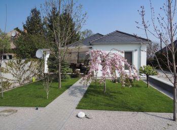 Reality Štefanec /ID-10503/, Veľké Dvorníky, okres DS , predaj  dvoch RD na jednom 2.000 m2 pozemku, úžitková plocha 200 m. Cena 199.000,-€