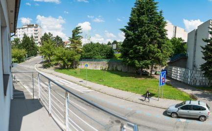 Predám administratívnu budovu na všetranné využitie, aj ubytovanie v centre Nitry.