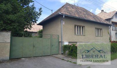 REZERVOVANÉ - Rodinné domy na pozemku o rozlohe 1894m2 s dvomi príjazdovými cestami, vhodné na bývanie a podnikateľské účely