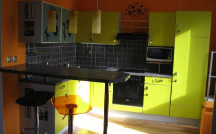 Priestranný 2 izb byt v novostavbe v Šamoríne, časť Mliečno