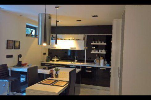 Čiastočne zrekonštruovaný 2 izbový byt kúsok od centra