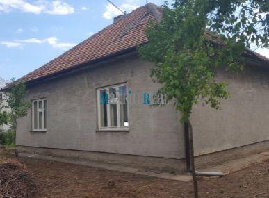 MAXFIN REAL na predaj pôvodný dom s veľkým krásnym pozemkom 6516m2 s IS v Mojmírovciach