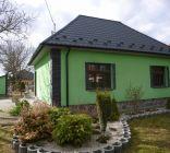 Rodinný dom Jacovce - okrasná záhrada, jazierko