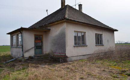 Predaj rodinného domu v Poľnom Kesove, dobrá investícia v obci s termálnou vodou a welnesom