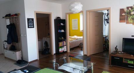 3 izbový byt so zariadením s parkovacím miestnom a s vlastnou pivnicou