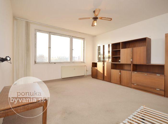 PREDANÉ - GESSAYOVA, 3-i byt, 75 m2 - byt s nádherným VÝHĽADOM, zrekonštruovaný bytový dom, výborná dispozícia, TOP LOKALITA