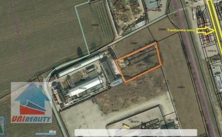 BÁNOVCE NAD BEBRAVOU- Pozemok / priemyselný areál / 2.927 m2