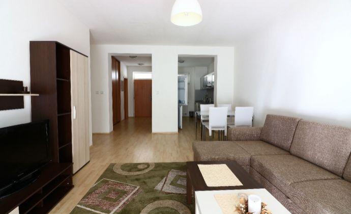 Priestranný 2-izbový byt v centre mesta