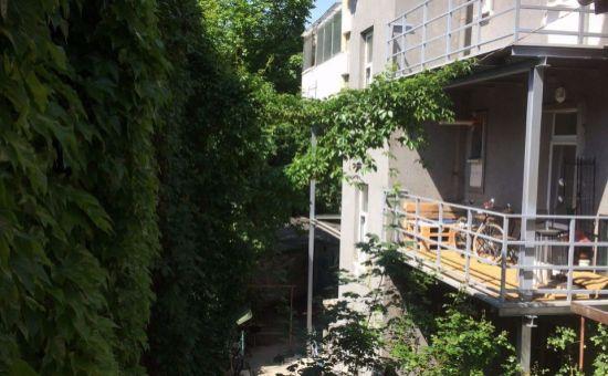 Predáme bytový dom vhodný na rekonštrukciu v super lokalite  v BA II.-Kupeckého ul.