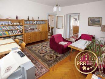 Rezervovaný!! 3-izbový,veľkometrážny, tehlový byt  s garážou v centre PE