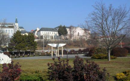 Predám budovu v centre mesta Nitra - penzión s reštauráciou a samostanou prevádzkou kaviarne.