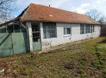 Predávame rodinný dom na 30 á pozemku v obci Tesárske Mlyňany