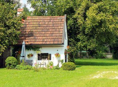 MAXFIN REAL - hľadáme pre klienta rodinný dom, chalupu, bývalú usadlosť a podobne.