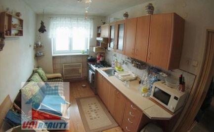 BÁNOVCE NAD BEBRAVOU- 2 izbový byt / STRED / čiastočná rekonštrukcia