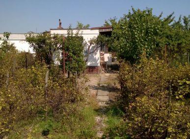 INSURIA REAL  Vám ponúka na predaj pozemok a chatku Bratislava-Podunajské Biskupice, Ulica Svornosti