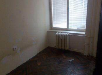 Ponúkam Vám na predaj 2 izbový byt v centre Hlinkova ulica, vhodný aj ako nebytový priestor