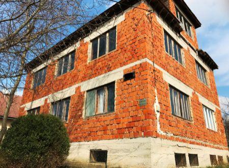 Rodinný dom Tesáre rozostavaný / VYPLATENA ZALOHA