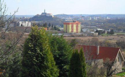 Exkluzívny predaj stavebného pozemku na Zobore s výhľadom na mesto Nitra.