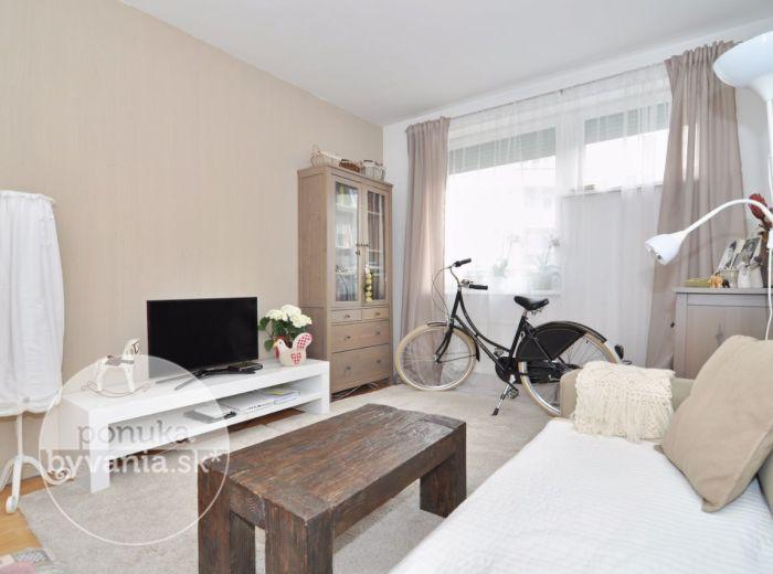 PREDANÉ - KRESÁNKOVA, 2-i byt, 59 m2 – veľmi pekný TEHLOVÝ byt, VLASTNÝ KOTOL, klimatizácia, KOMORA, výborná lokalita