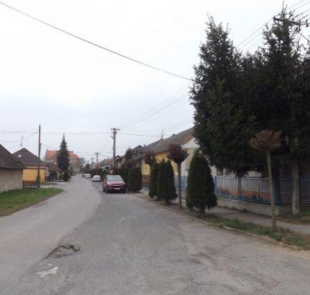 StarBrokers - predaj 4 - izb. domu vo Vysokej pri Morave s nekonečnou záhradou - vhodný na rekonštrukciu podľa vlastných predstáv. Pozemok ideálny na stavbu rodinných domov.