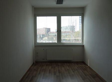Kvalitné kancelárske priestory, aj malé kancelárie 12m2, 18m2, Ružová dolina, Bratislava-Ružinov, parkovanie
