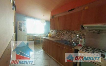 REZERVOVANÉ - BÁNOVCE NAD BEBRAVOU- 3,5 izbový byt / CENTRUM / čiastočná rekonštrukcia