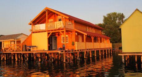 VÝRAZNÁ ZĽAVA! -RAJ PRE RYBÁROV! - luxusná rekreačná chata s kompletným zariadením na jazere v Maďarsku